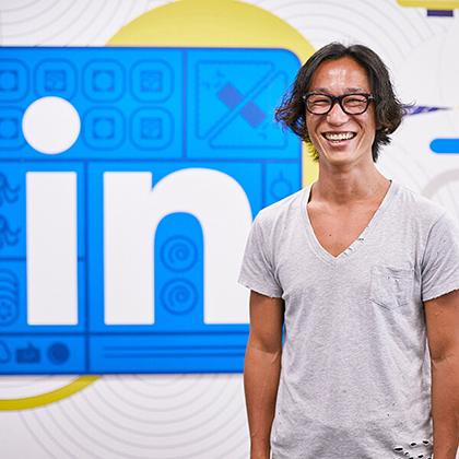 好奇心は後天的に身につけられる ー LinkedIn村上臣さん流・キャリアを切り拓く「面白がり力」