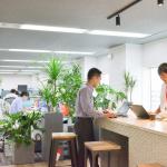 「立ち姿勢」を取り入れると、働き方が変わる ― 導入した企業は「働き方改革」の効果を実感